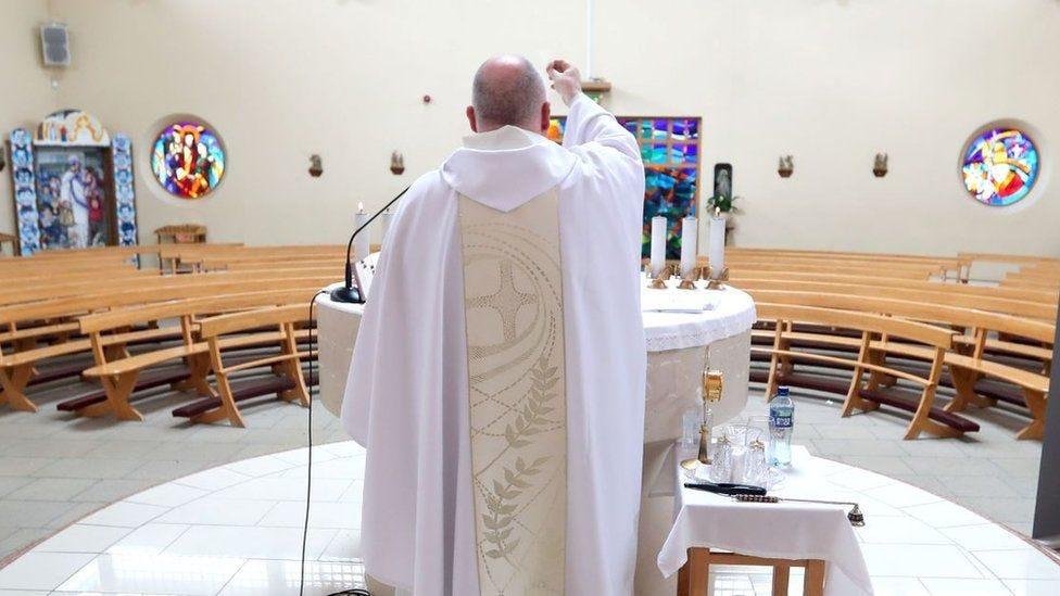 Covid-19: Irish Catholic Church leader meets government over Mass ban - BBC  News