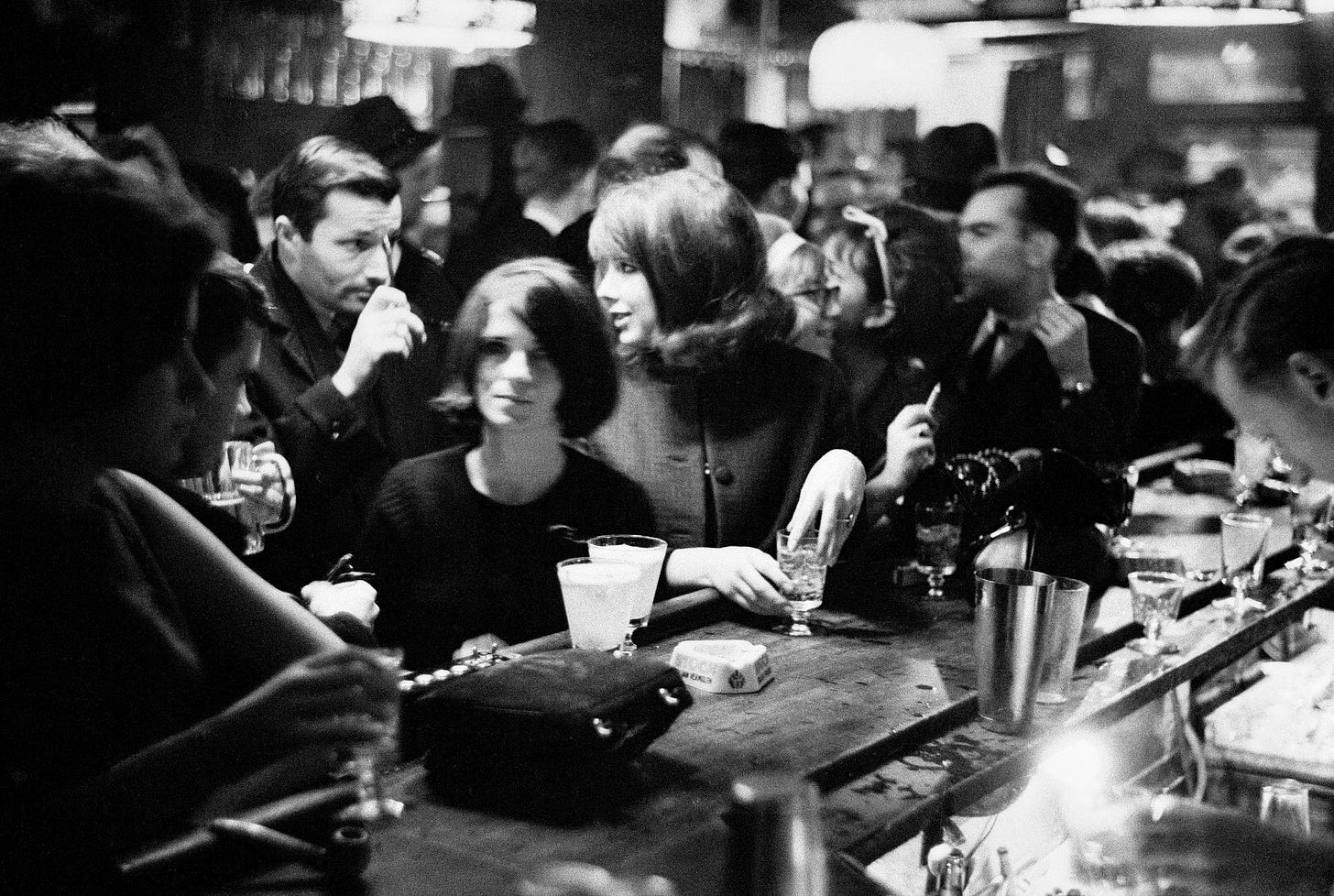Looking Back on 100 Years of New York City Drinking Culture, From Gritty to  Elegant - The New York Times