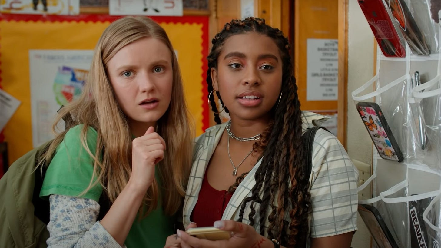 Hadley Robinson and Alycia Pascual-Pena as Vivian and Lucy in Moxie