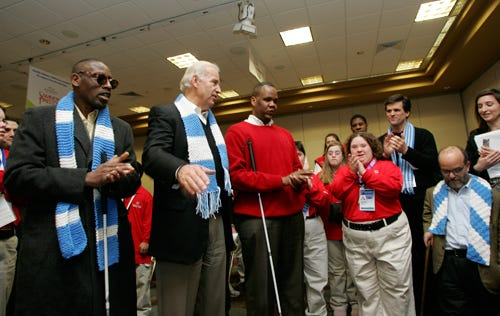 https://upload.wikimedia.org/wikipedia/commons/9/99/Joe_Biden_and_Kareem_Dale_in_the_Winter_Special_Olympics_site_in_Boise.jpg