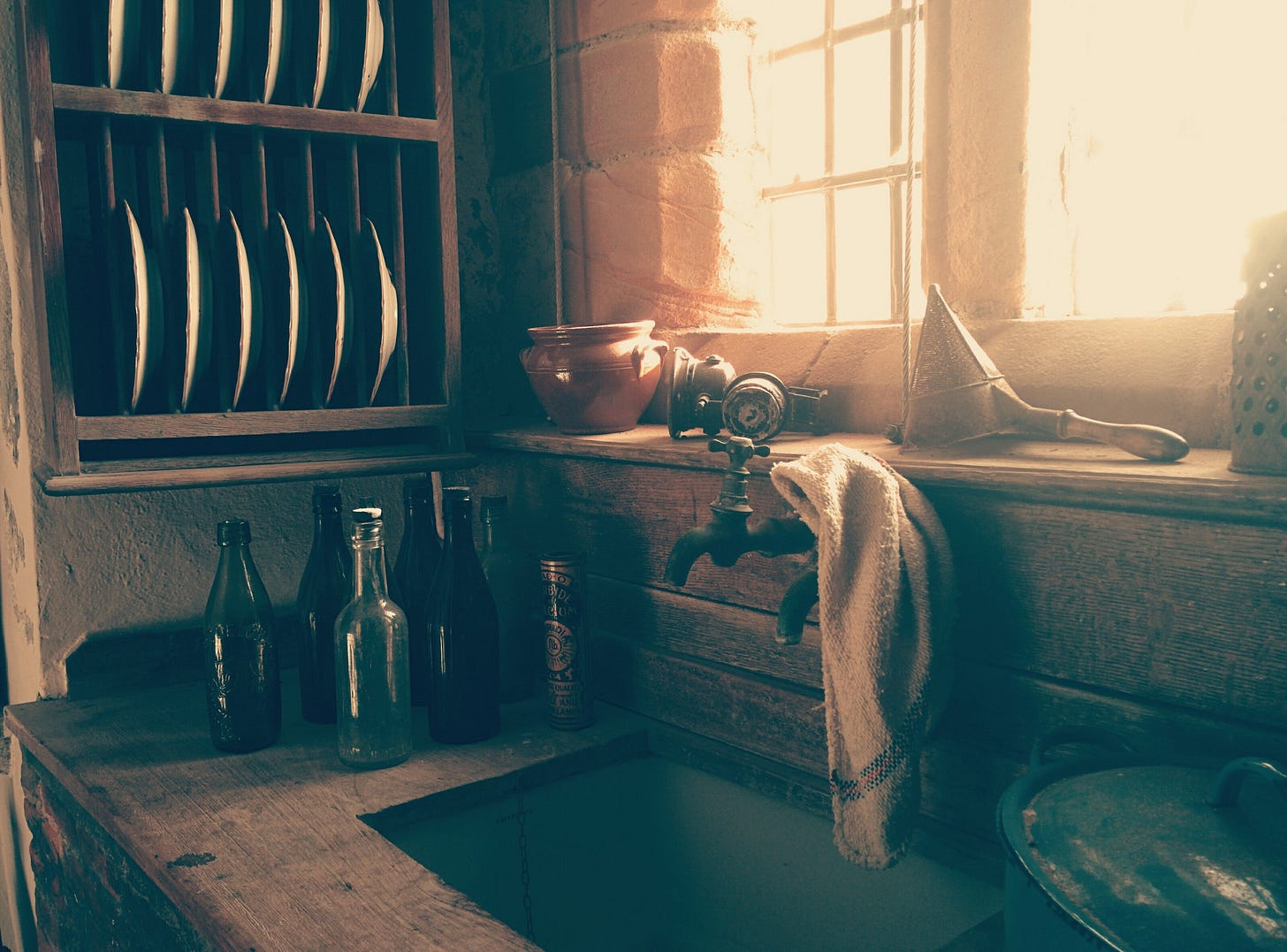 """image of an old kitchen sink for article titled """"My Dishwasher Anxiety"""""""