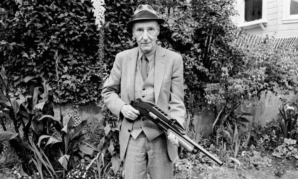 Burroughs con una escopeta