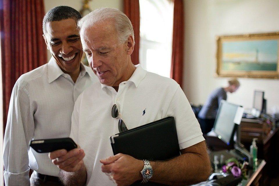Barack Obama, Iphone, Smile, Relaxed, Technology