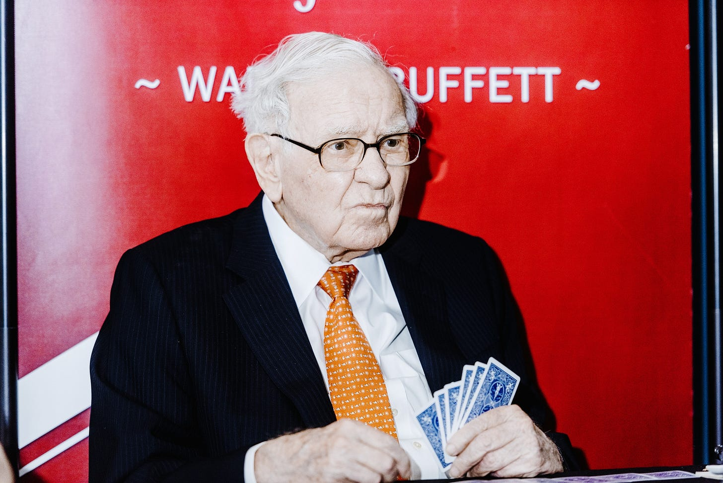 Warren Buffett Sours on Banks and Likes (Gulp!) Gold - Bloomberg