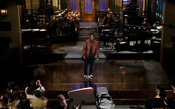 """Saturday Night Live"" returned to the studio last week with a live audience. In order to comply with state restrictions, the show treated those guests as cast members by compensating them for their time."