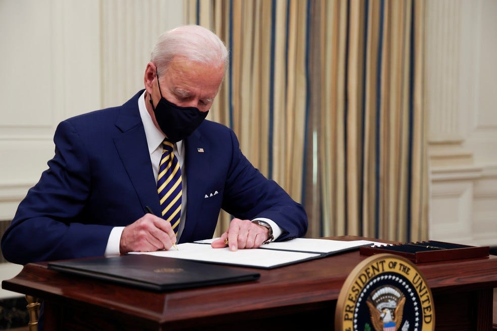 Biden anula proibição de Trump de transgêneros nas Forças Armadas   Mundo    G1
