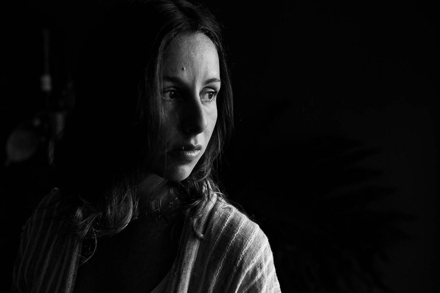 Retrato de Izadora Ribeiro em preto e branco