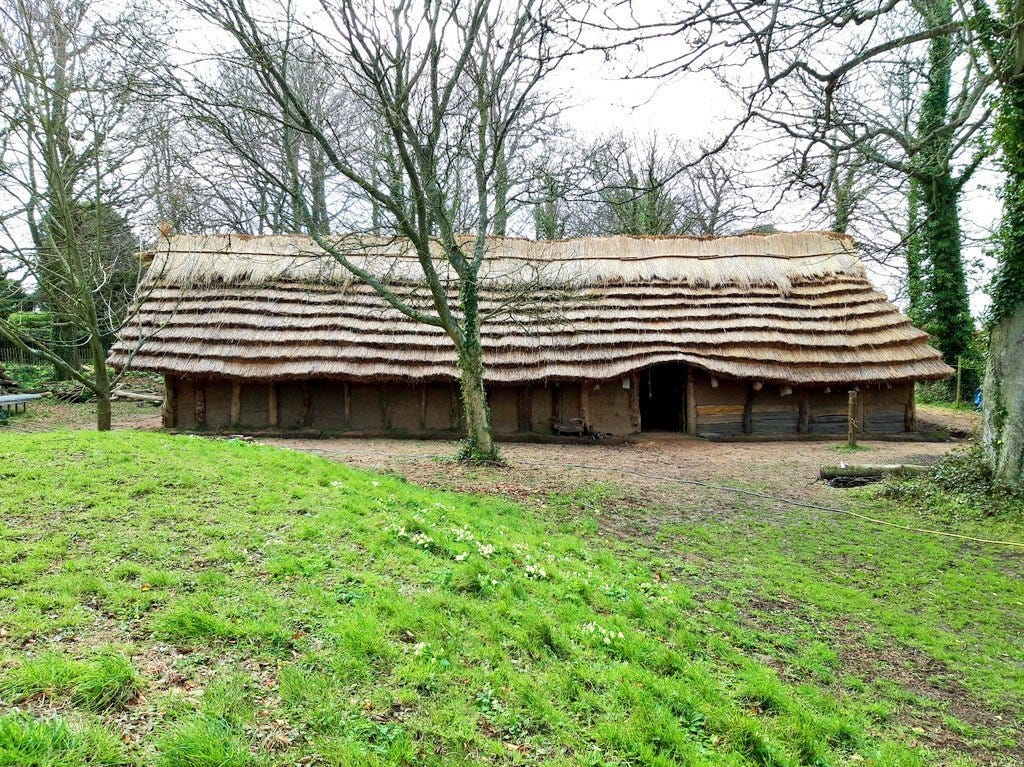 """Patrick Wyman on Twitter: """"A Neolithic longhouse of the type spread  throughout Europe by the Linearbandkeramik (LBK) culture c. 5000 BC, using  mud, thatch, and wood.… https://t.co/KJZ69M7pnf"""""""