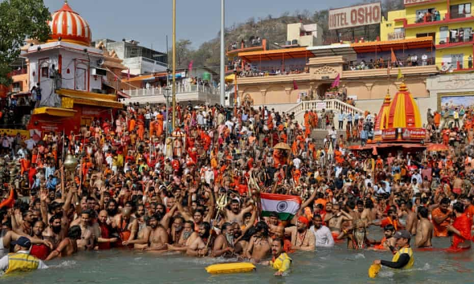Crowds at the Kumbh Mela festival in Haridwar april 2021