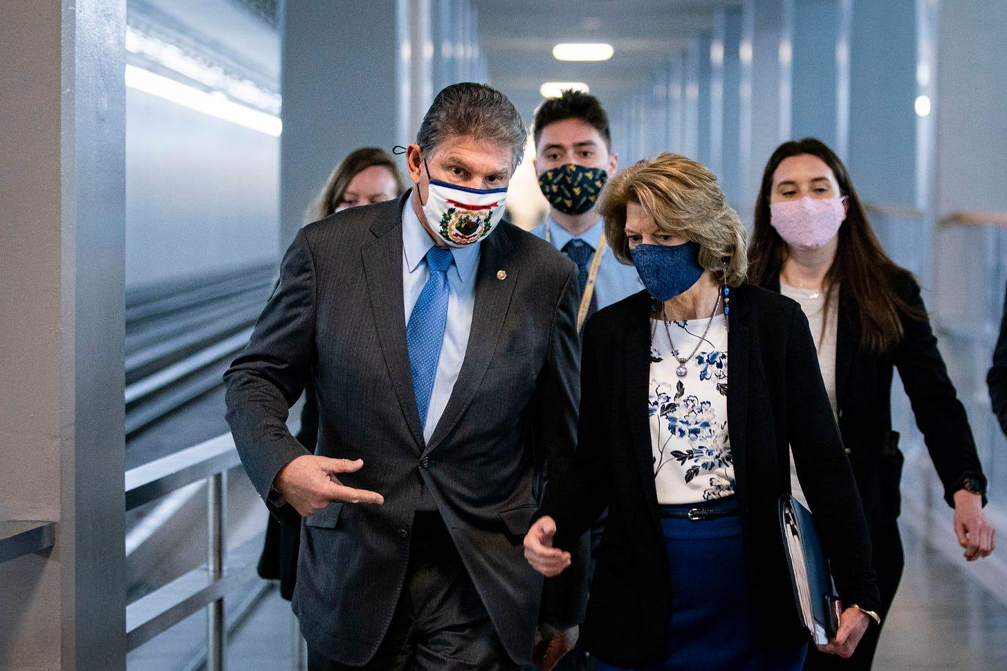 Senators Joe Manchin (D-WV) and Lisa Murkowski (R-AL). (Photo: Getty Images)