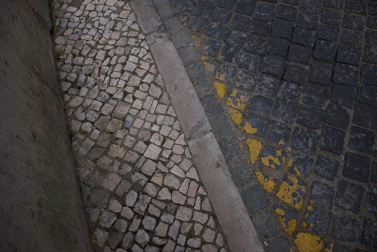 cobblestone road lines at an angle.