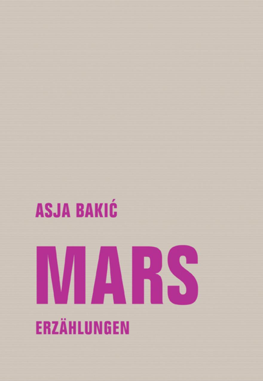Vor einem einfarbigen grauen Hintergrund steht in violett der Autorinnenname und der Titel sowie der Verlagsname