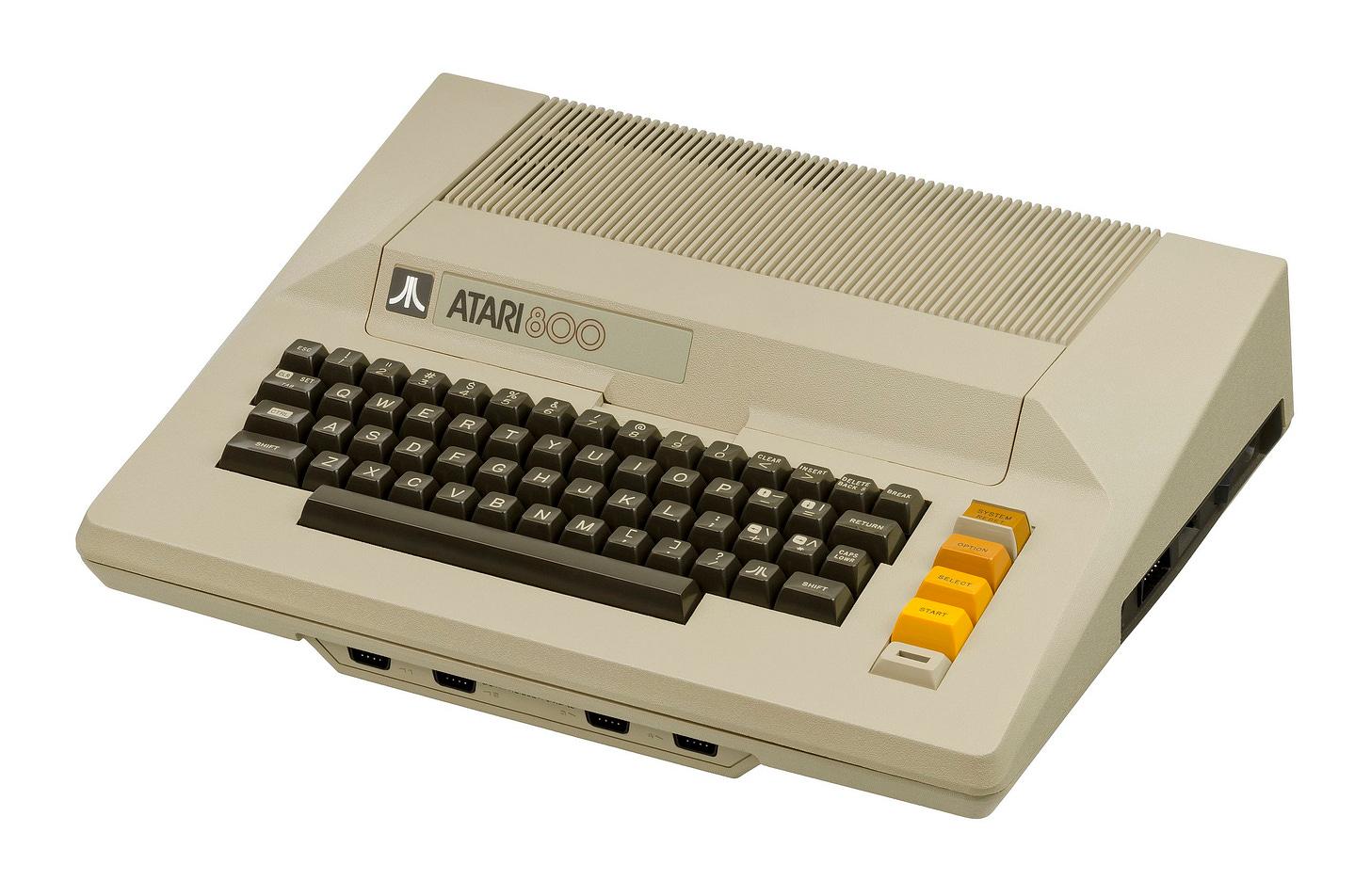 Photo of an Atari 800 computer.