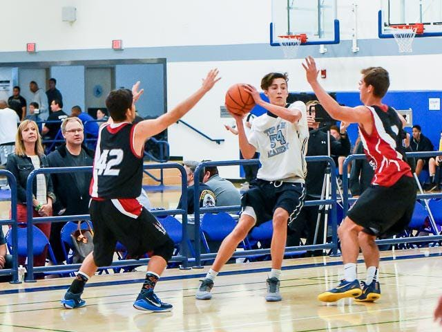Jordan Starr playing for his AAU team, Top Gun Academy