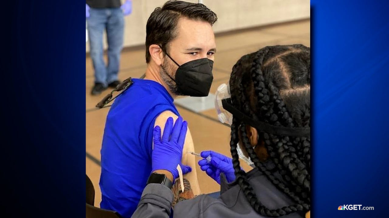 Wil Wheaton gets vaccinated at CSUB's mass vaccination site | KGET 17