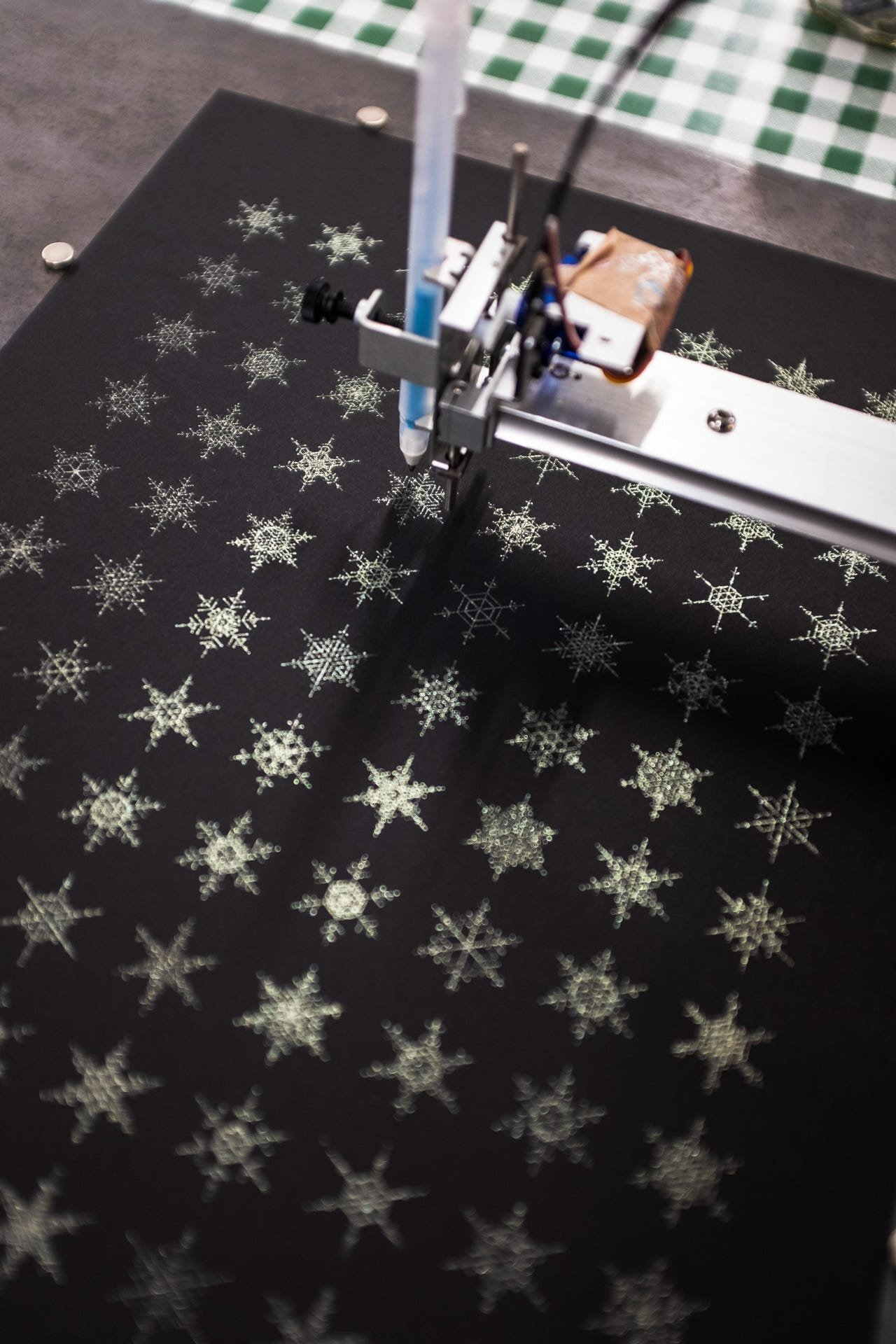 https://revdancatt.com/imgs/posts/2020/11/25/pen-plotter-svg-snowflake-generator/snowflakes1.jpg