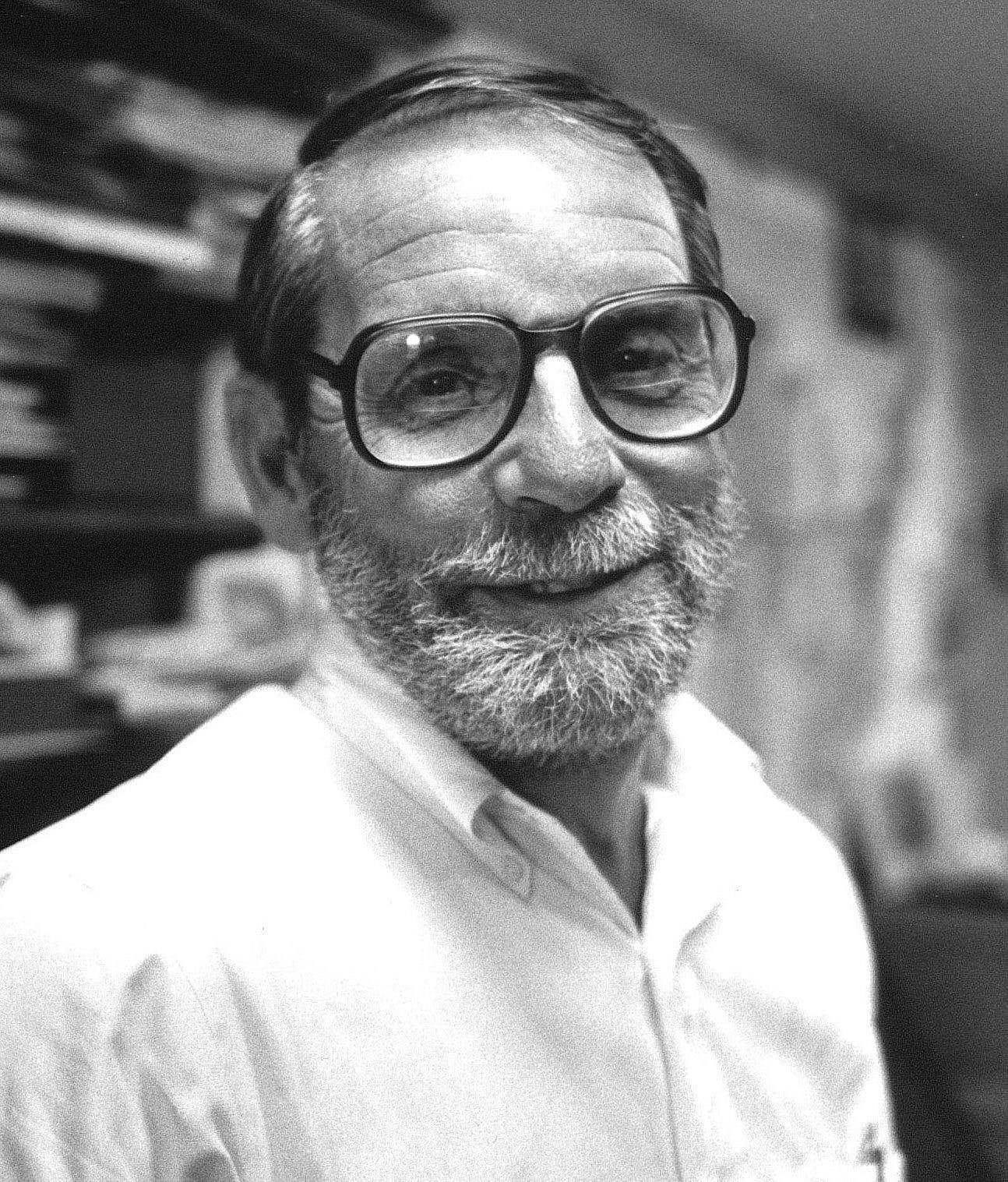 https://upload.wikimedia.org/wikipedia/commons/f/fb/John_Mcphee.jpg