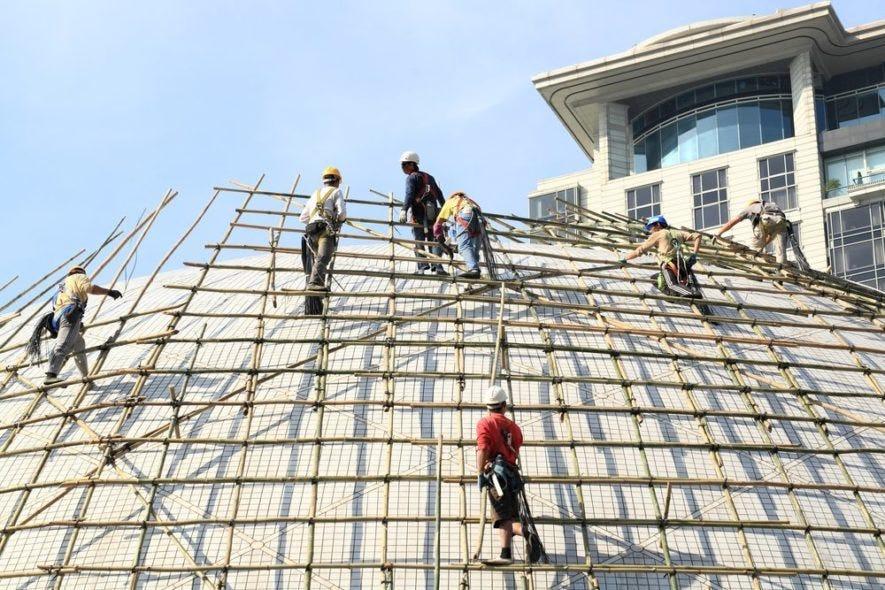 Hong Kong's bamboo scaffolding – modern buildings meet traditional  practices – RedDuckPost