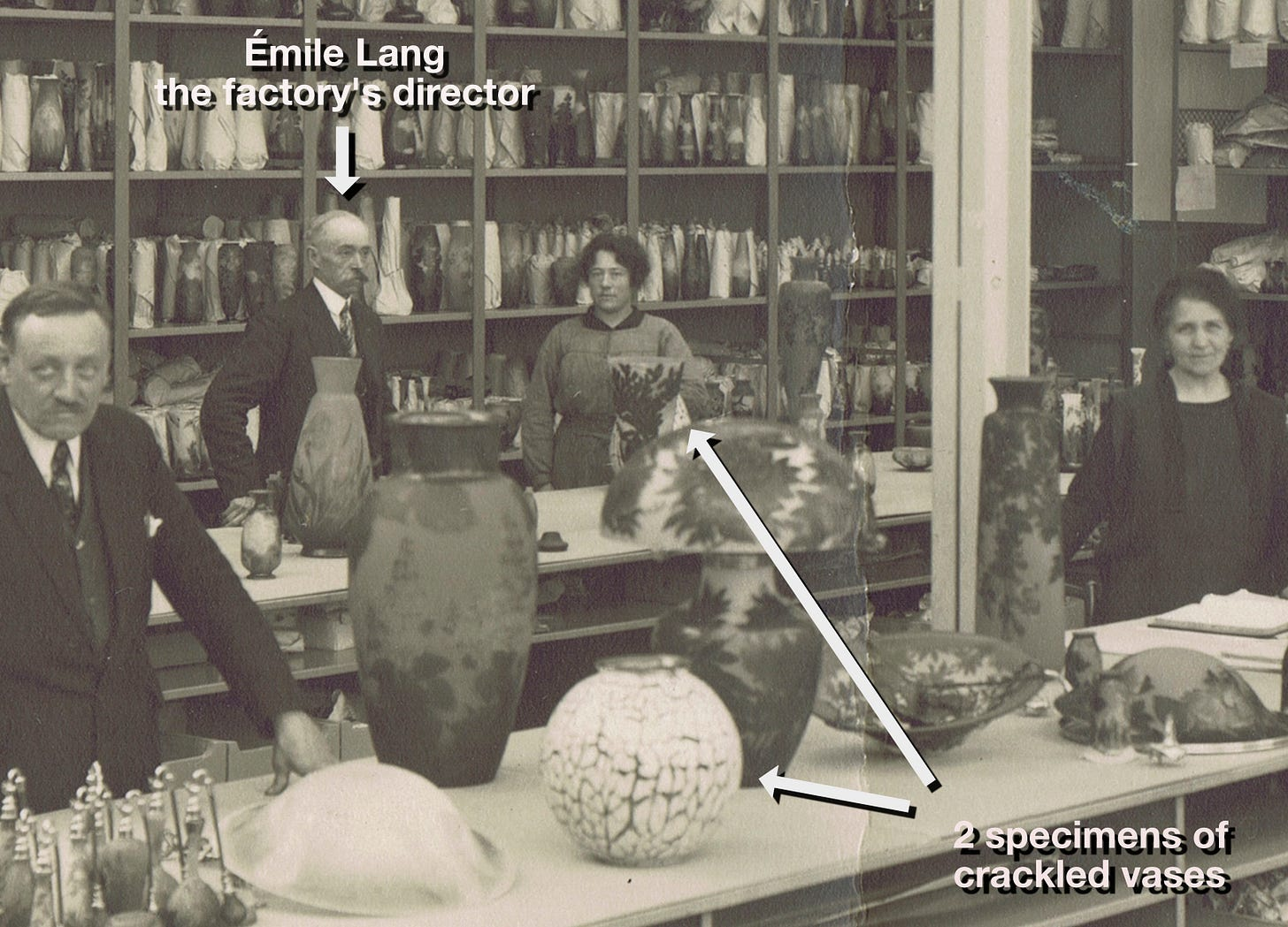 Two crackled vases (one partially hidden by an Algae vase and a Peony lamp) in the packaging room of the factory in May 1927, private collection.