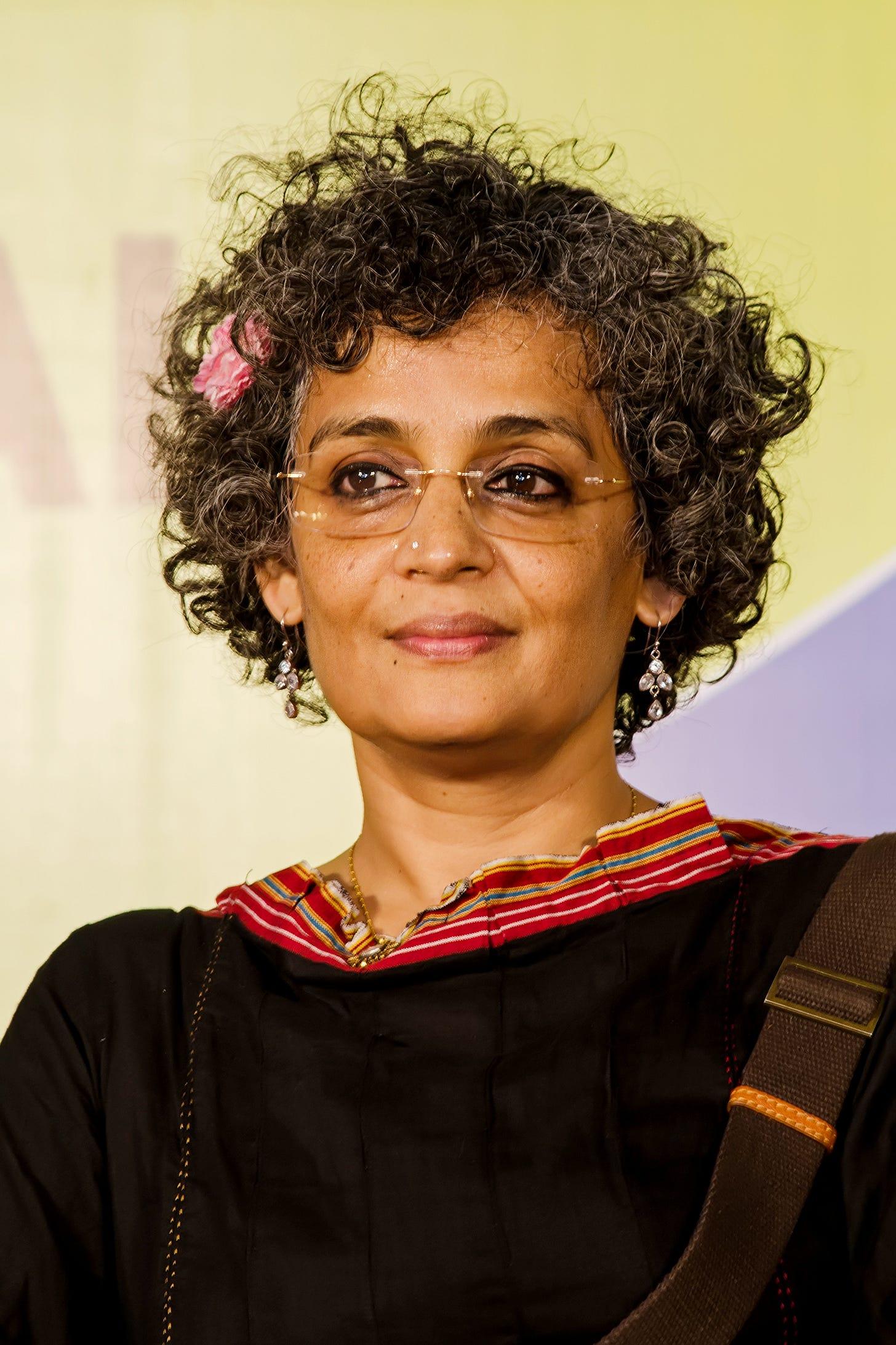 https://upload.wikimedia.org/wikipedia/commons/7/7b/Arundhati_Roy_W.jpg