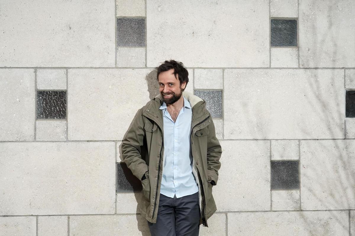 Portrait de David Castello-Lopes – Depuis quand se moque-t-on des Suisses à  la télé?   24 heures