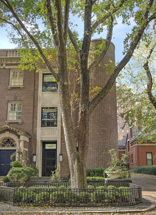 In 2000, Ron Chez purchased a home overlooking Chicago's Lincoln Park for $2.2 million and began an ambitious renovation of the U-shaped interior.