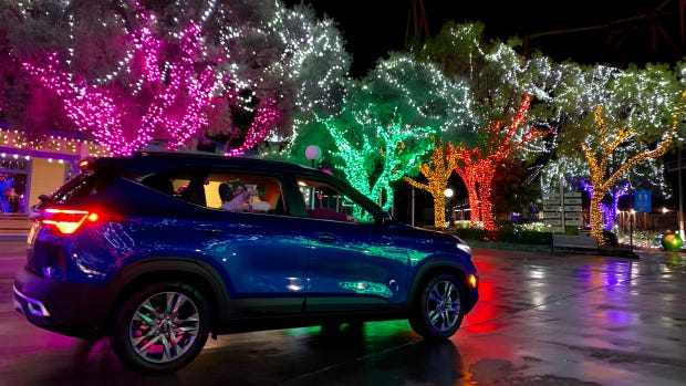 Drive through Six Flags Magic Mountain past millions of holiday lights —  but stay off the coasters – Daily News