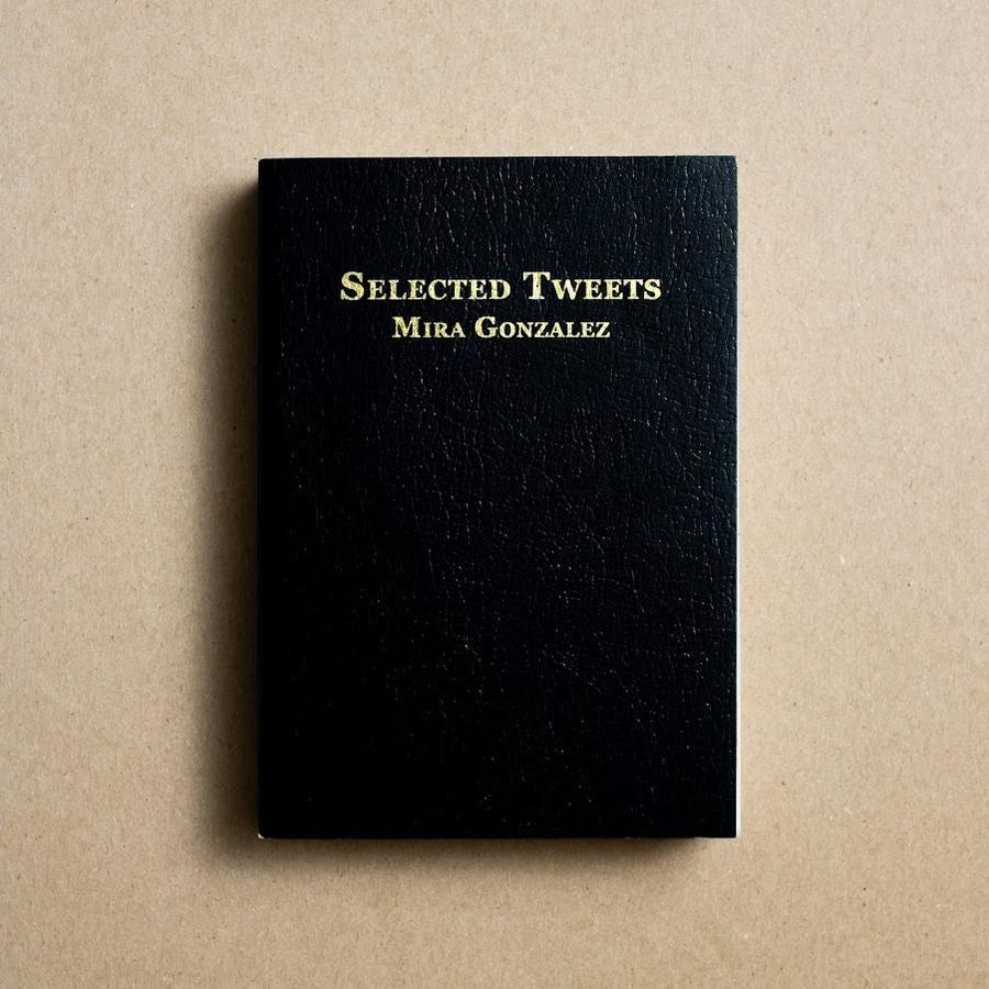 um livro de capa preta com apena so titulo Selected Tweets e o nome Mira Gonzalez abaixo