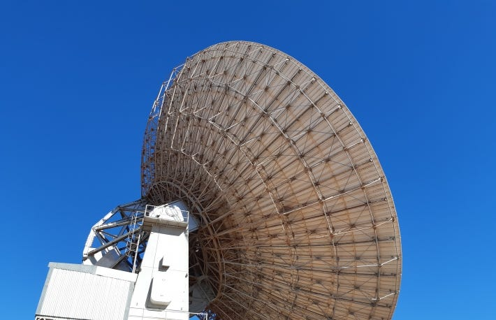 https://commons.wikimedia.org/wiki/File:Parabolic_antenna,_OTC_Satellite_Earth_Station_Carnarvon,_July_2020_03.jpg
