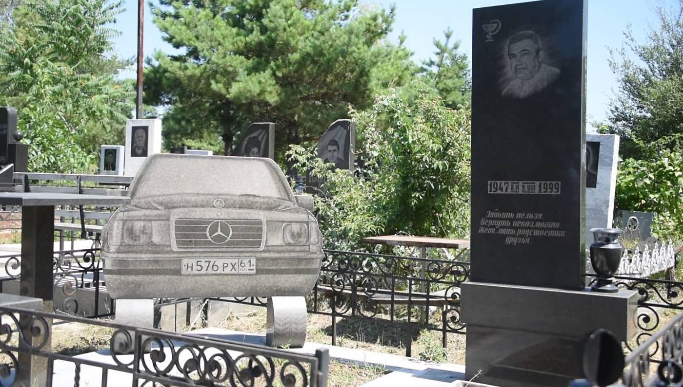 https://www.channelnewsasia.com/blueprint/servlet/image/10537326/16x9/1400/795/d3ec3ce53a8a0c89ba17c96a19a8c471/mr/mafia-cemetery-8.jpg
