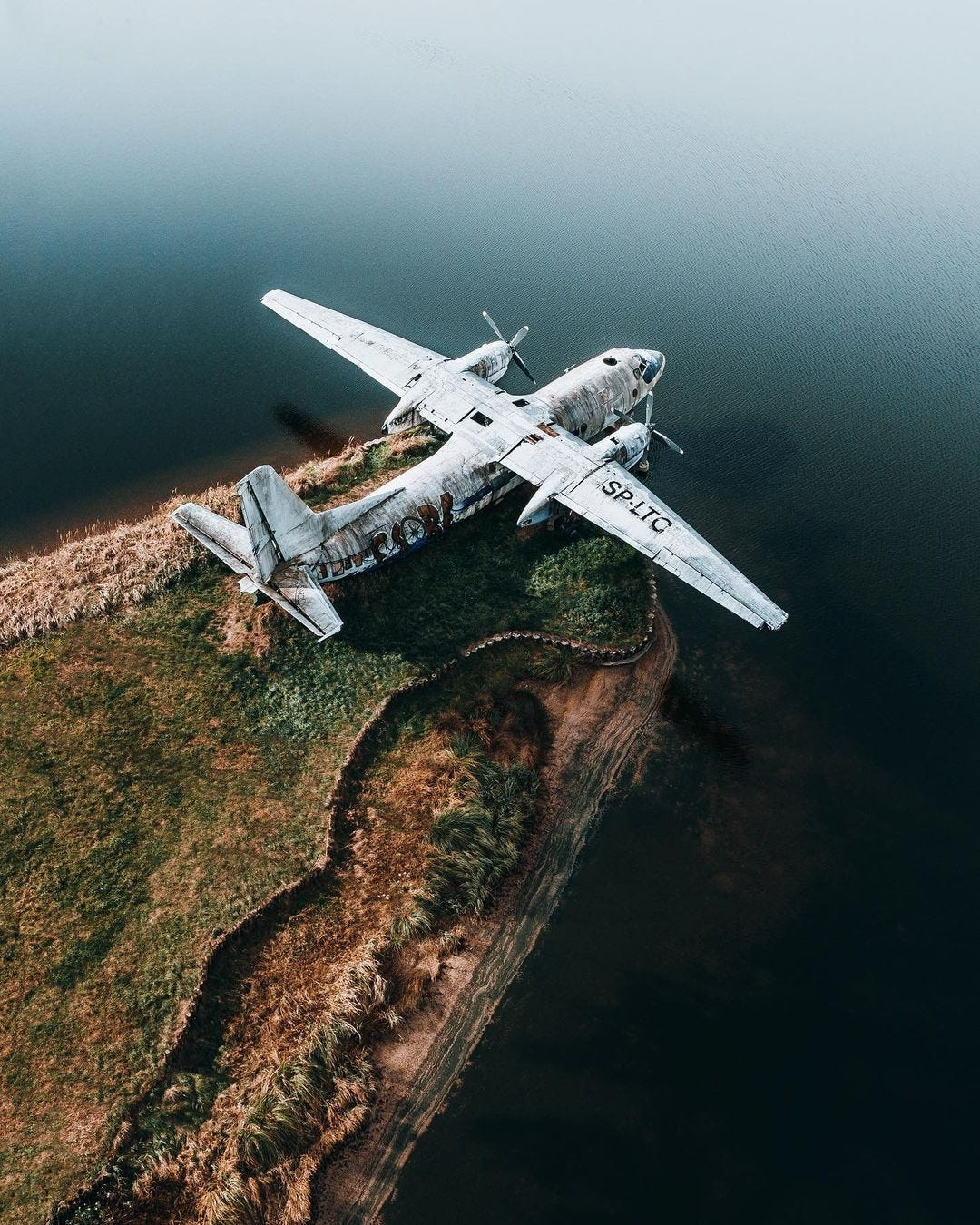 Plane landed on edge of a cliff