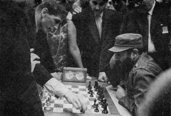 Fidel Castro facing Bobby Fischer, 1966 : chess