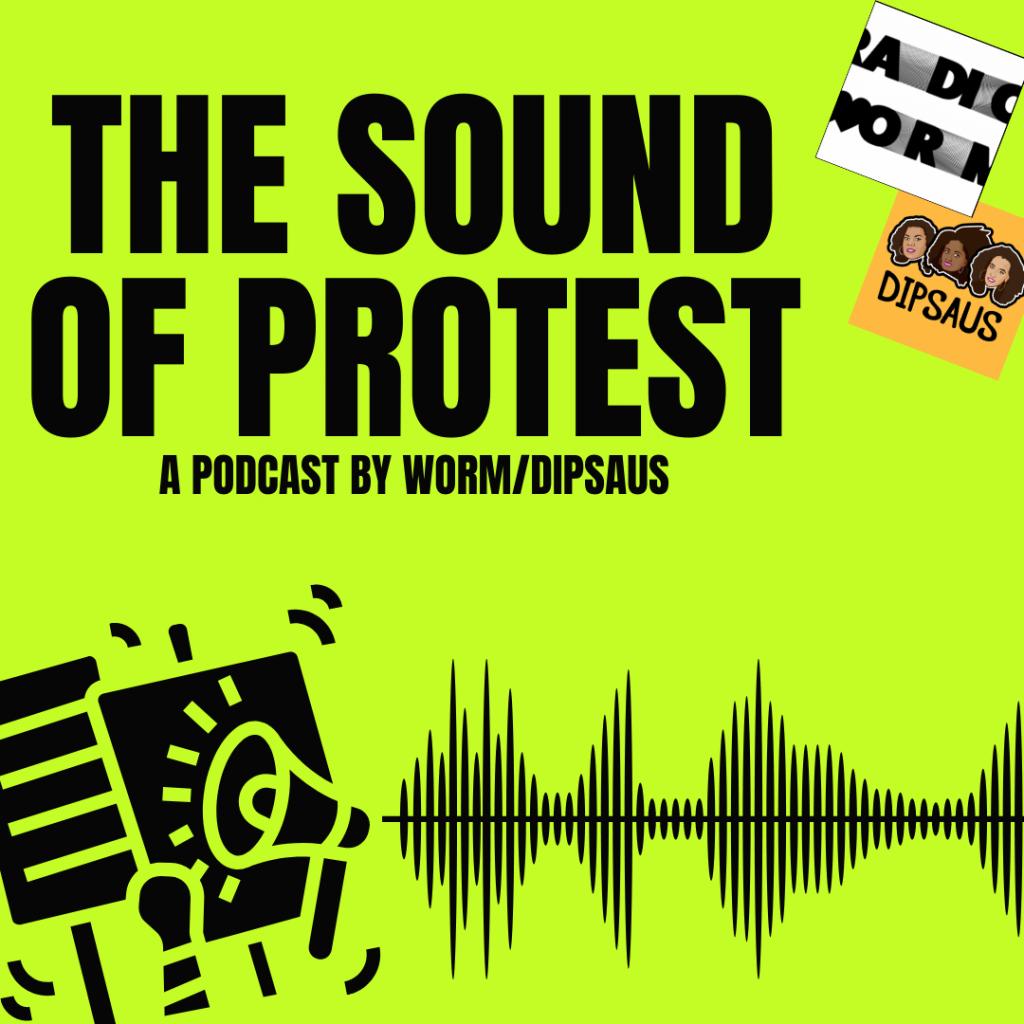 groene achtergrond met onderaan tekeningen van geluidsgolven en megafoons. Bovenaan de titel: The Sound of Protest A Podcasy By Worm/Dipsaus. Rechtsboven de logo's van Worm en Dipsaus