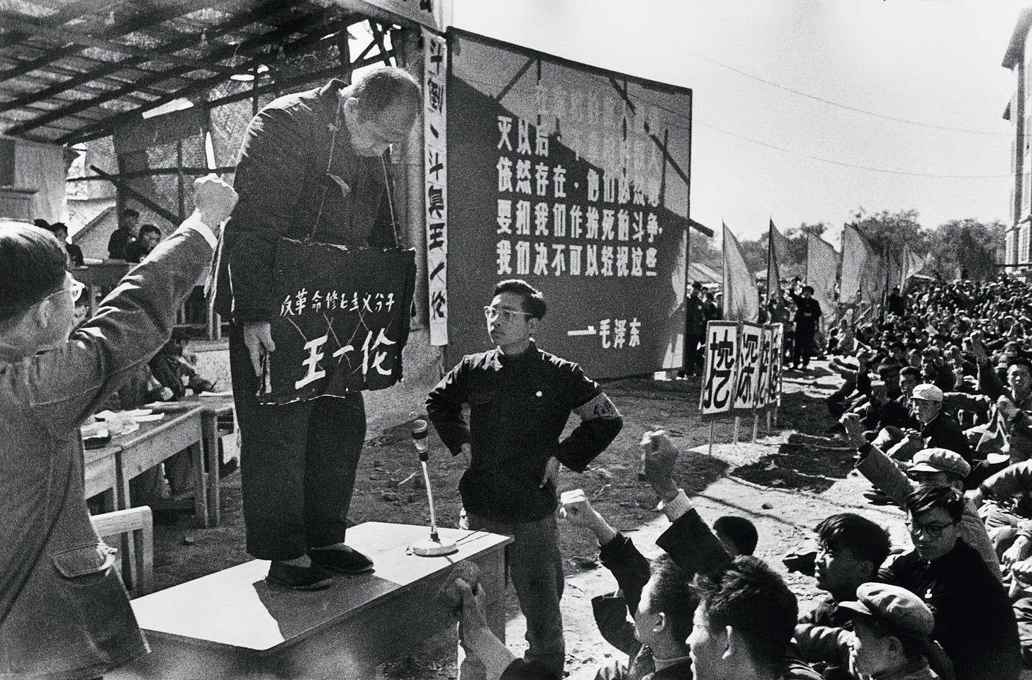 http://www.nybooks.com/wp-content/uploads/2016/01/li-zhensheng.jpg