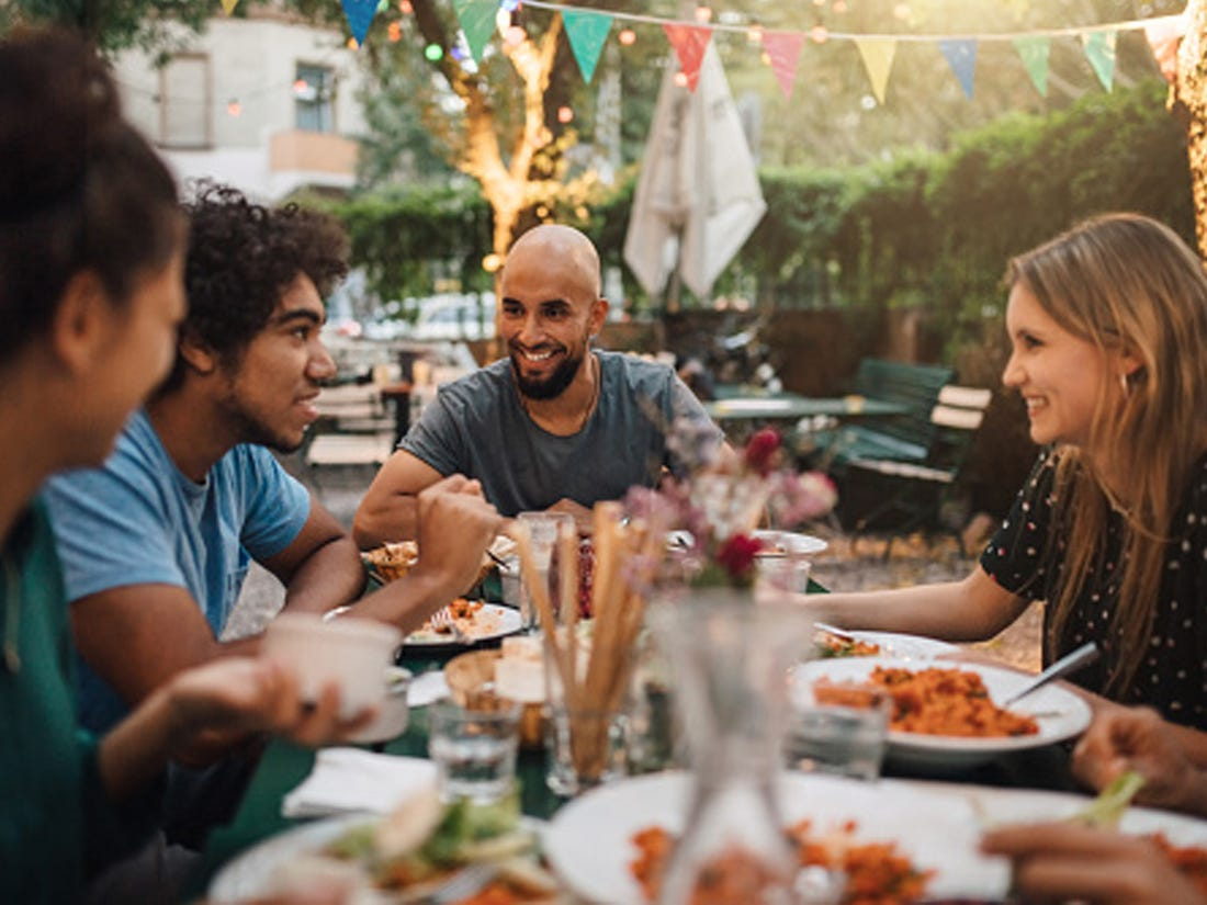 How to host an outdoor dinner party: A step-by-step guide - Business Insider