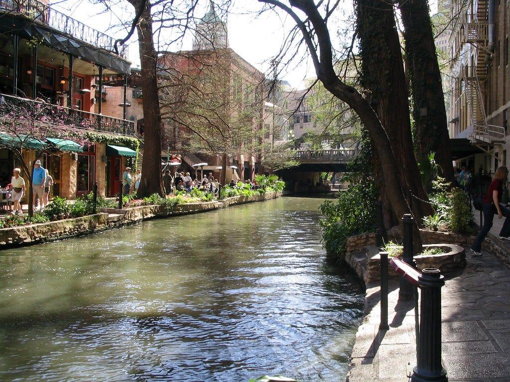 """""""San Antonio River Walk, San Antonio, Texas"""" by Ken Lund is licensed under CC BY-SA 2.0"""