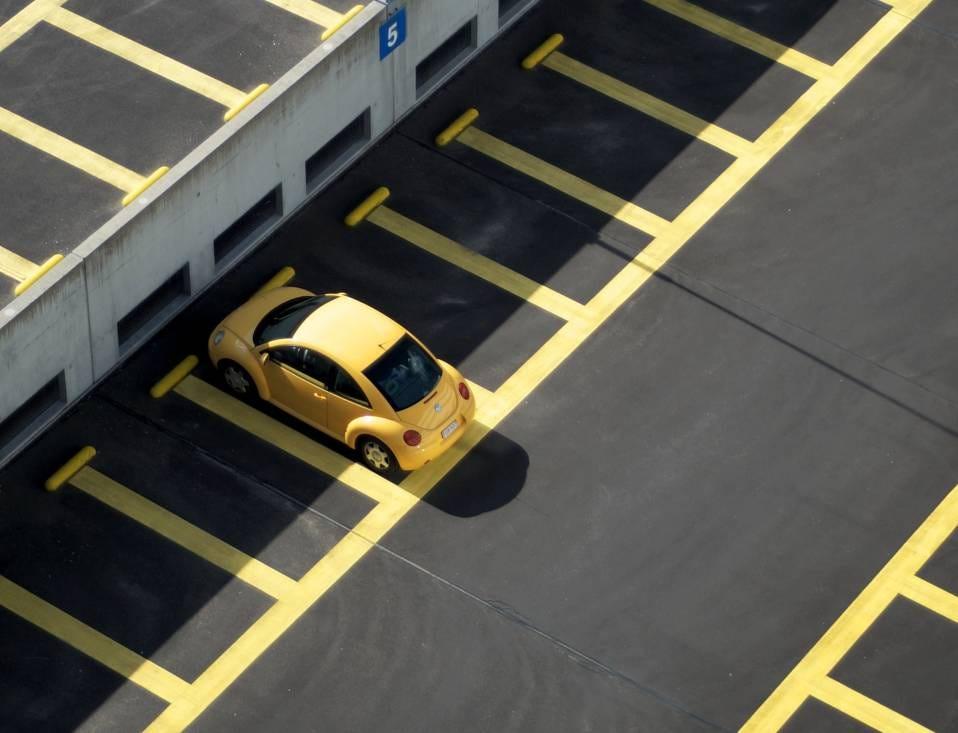 Parking presque vide