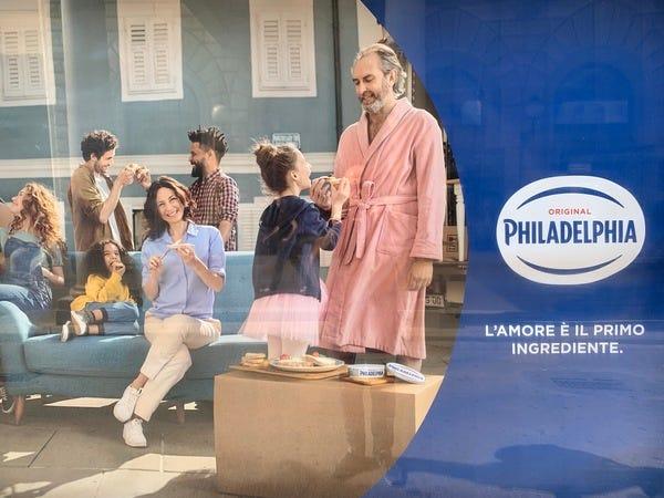 La pubblicità di Philadelphia in stazione a Bologna