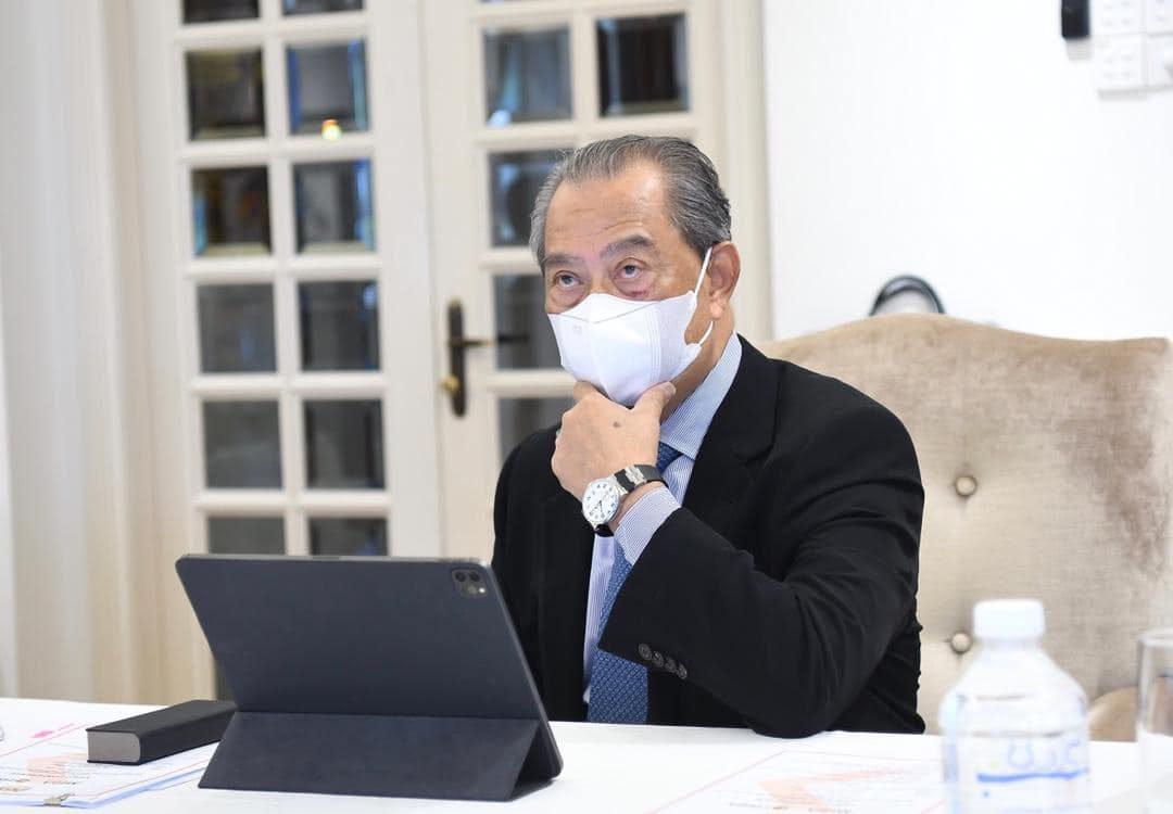 Muhyiddin during a virtual meeting held between Datuk Seri Mohamed Azmin Ali, Malaysian Investment Development Authority chief executive Arham Abdul Rahman and Risen Energy Co Ltd president-cum-chairman Xie Jian. — Picture via Facebook