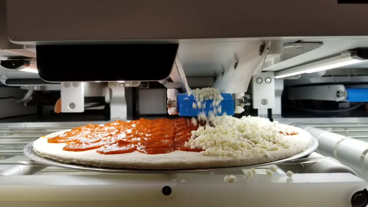 Pizza robot in action