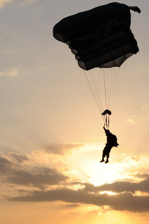 nature-silhouette-person-sky-sunset-flight-1355996-pxhere.com.jpg